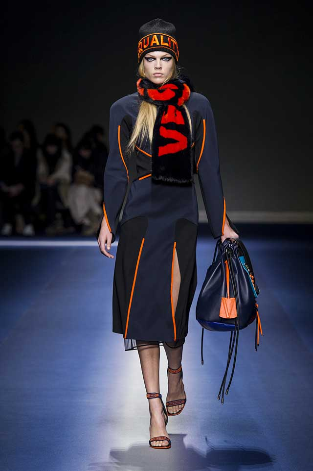 Versace-fw17-rtw-fall-winter-2017-18-collection (11)-logo-scarf-slit-bag