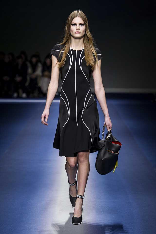 Versace-fw17-rtw-fall-winter-2017-18-collection (13)-black-dress