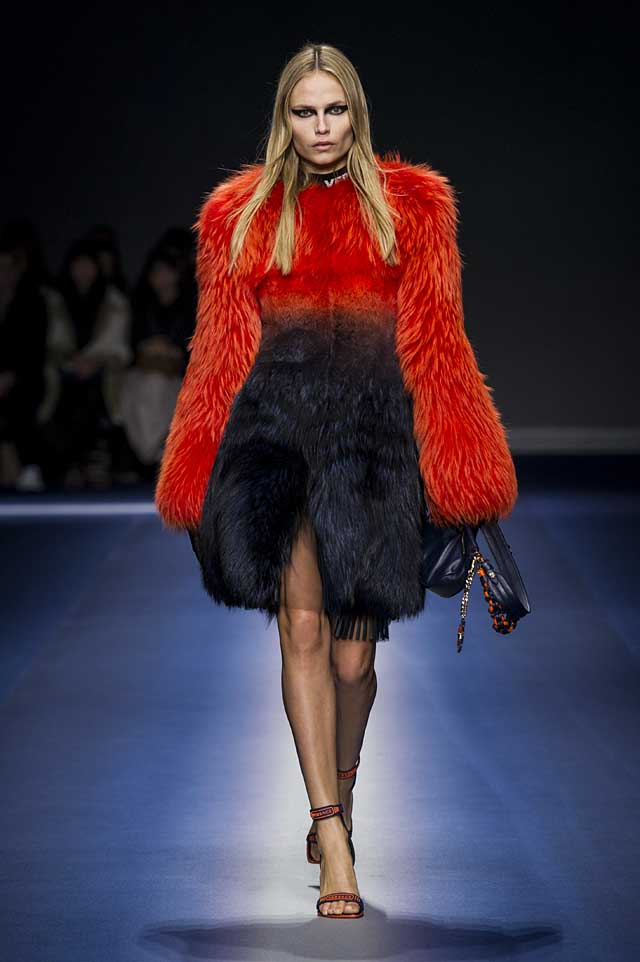 Versace-fw17-rtw-fall-winter-2017-18-collection (14)-fur-red-dress