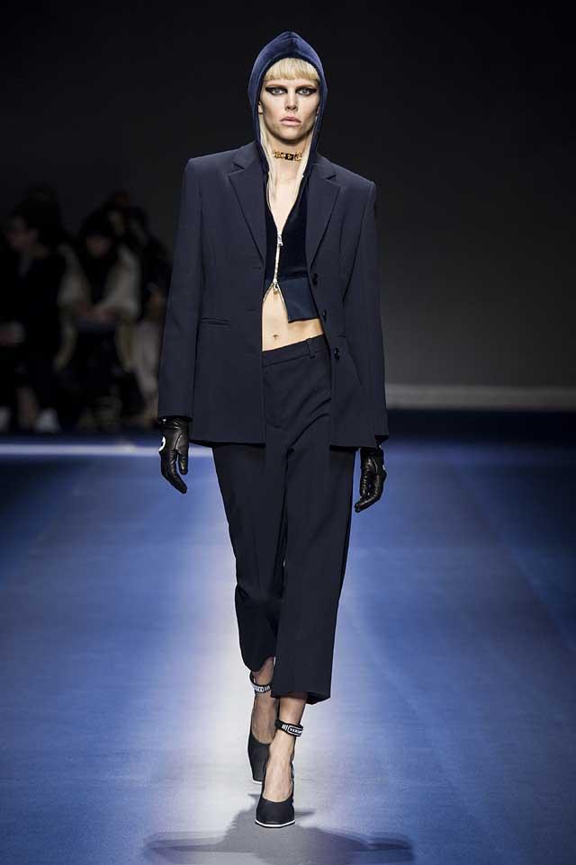 Versace-fw17-rtw-fall-winter-2017-18-collection (18)-suit-velvet-gloves