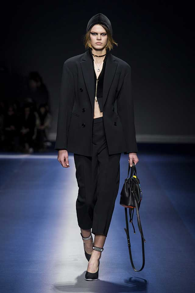 Versace-fw17-rtw-fall-winter-2017-18-collection (2)-black-suit-bag