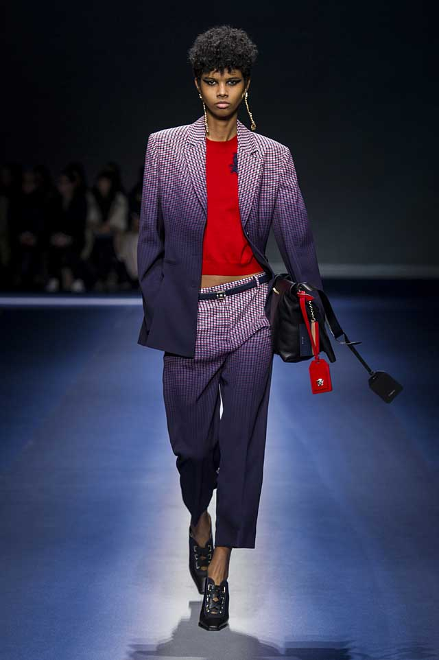Versace-fw17-rtw-fall-winter-2017-18-collection (21)-ombre-suit-red