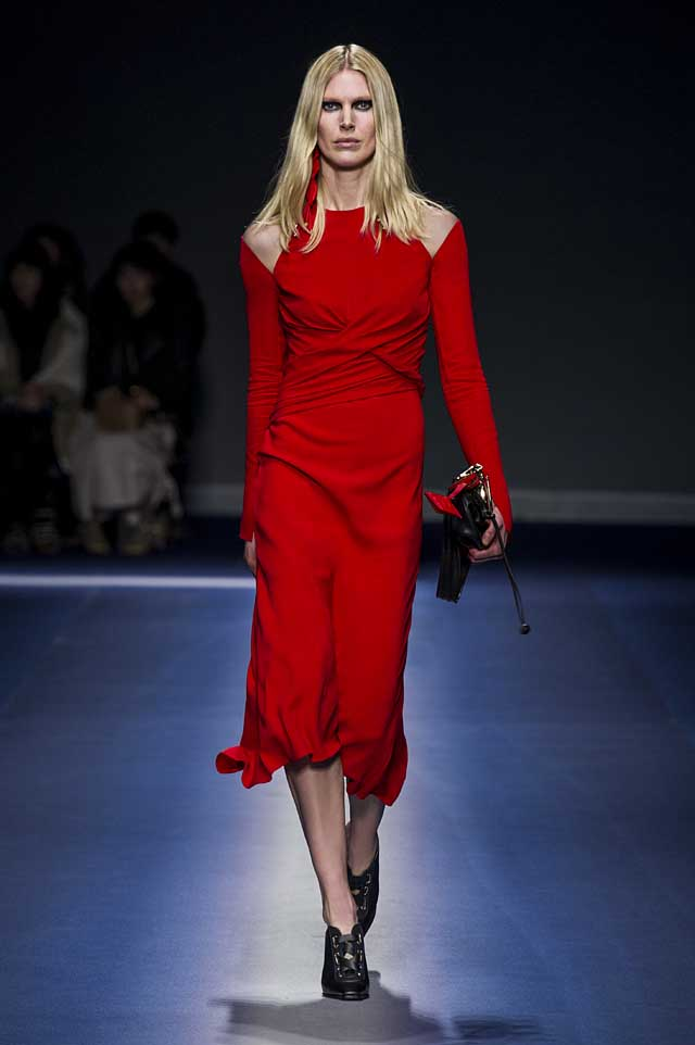 Versace-fw17-rtw-fall-winter-2017-18-collection (25)-red-dress-pretty