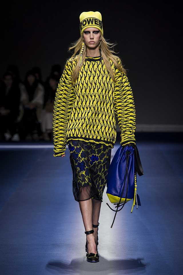 Versace-fw17-rtw-fall-winter-2017-18-collection (33)-yellow-sweater-skirt