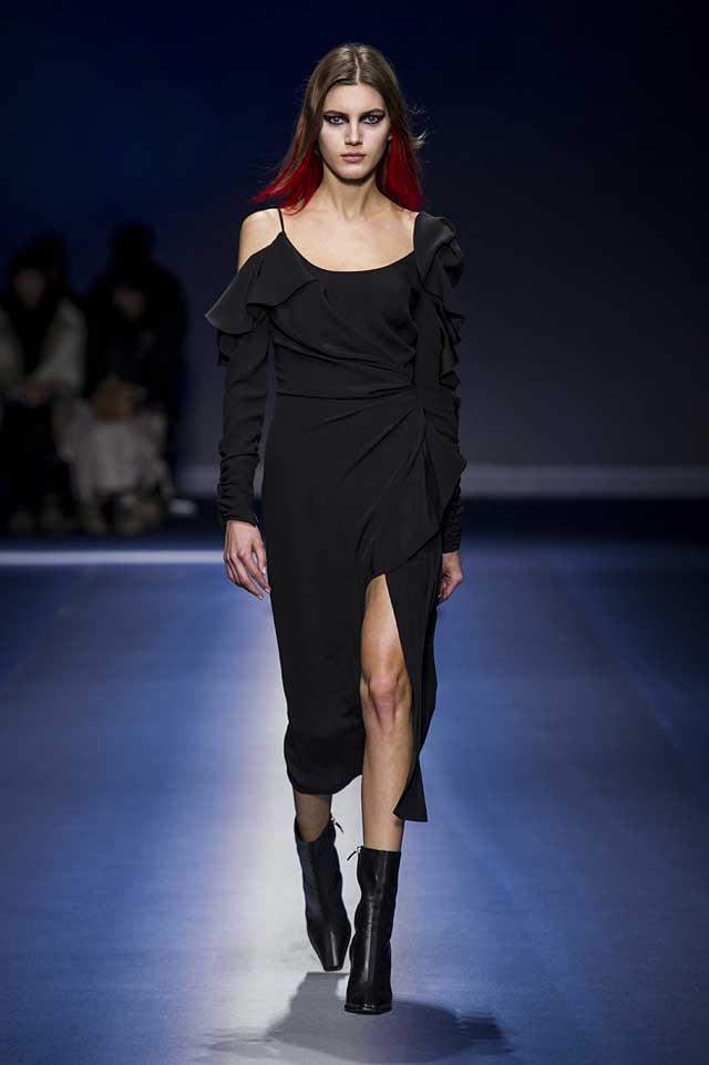 Versace-fw17-rtw-fall-winter-2017-18-collection (36)-black-dress-high-slit