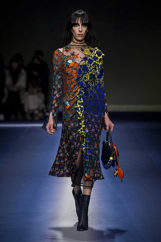 Versace-fw17-rtw-fall-winter-2017-18-collection (39)-printed-multicolor-dress-choker