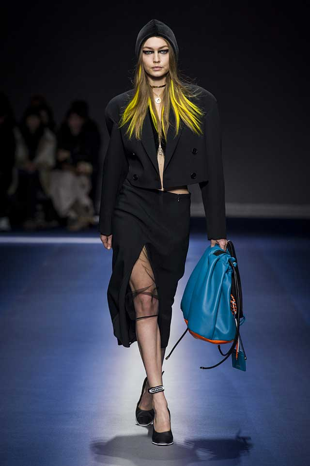 Versace-fw17-rtw-fall-winter-2017-18-collection (4)-hair-color-green-bag