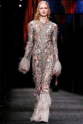 alexander-mcqueen-fw-17-fall-winter-2017-18-collection-45-white-metallic-sheer-fringed-jumpsuit