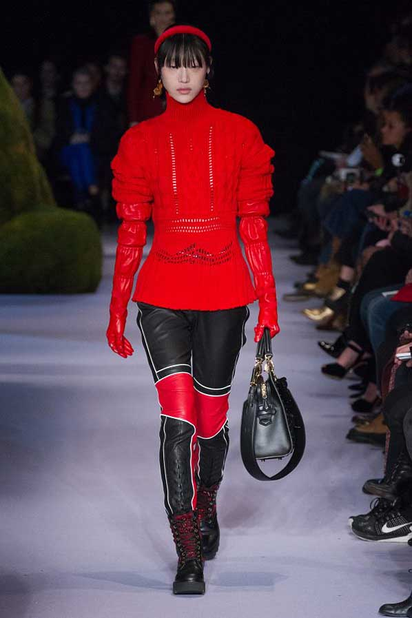 altuzarra-fw17-rtw-fall-winter-2017-18-collection (13)-red-top-gloves