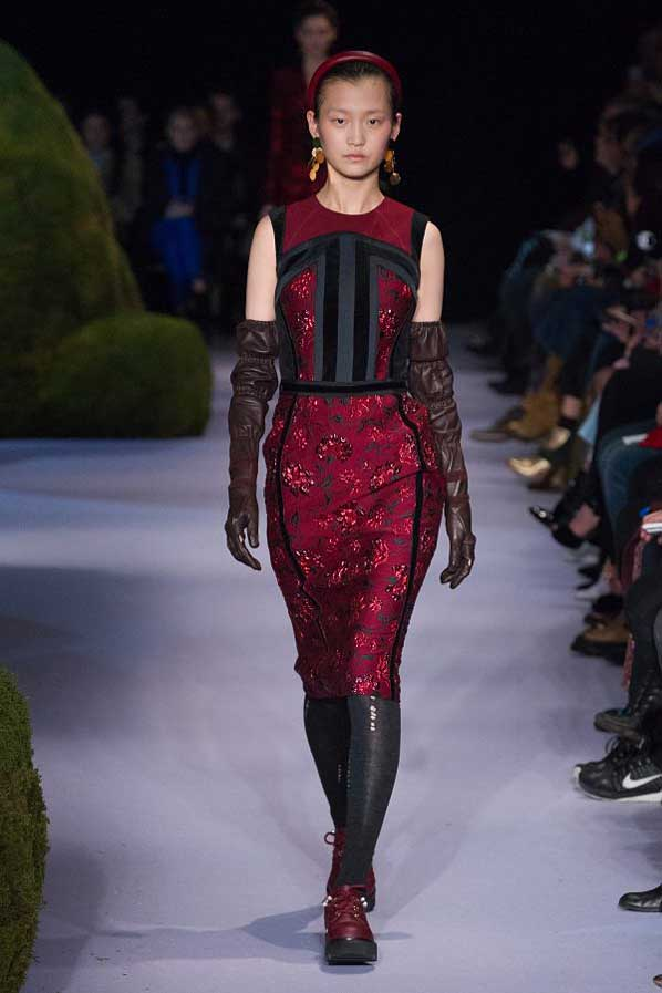 altuzarra-fw17-rtw-fall-winter-2017-18-collection (20)-red-dress-gloves