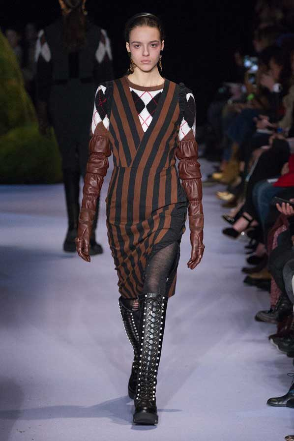 altuzarra-fw17-rtw-fall-winter-2017-18-collection (6)-stripes-sweater-gloves