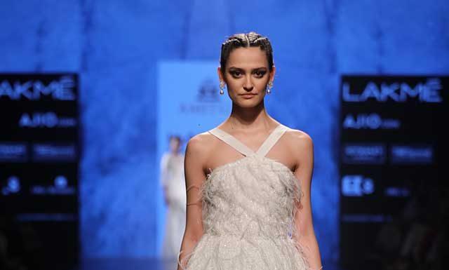 amitgt-fashion-designer-lakme-fashion-week-2017-strapless-white-dress