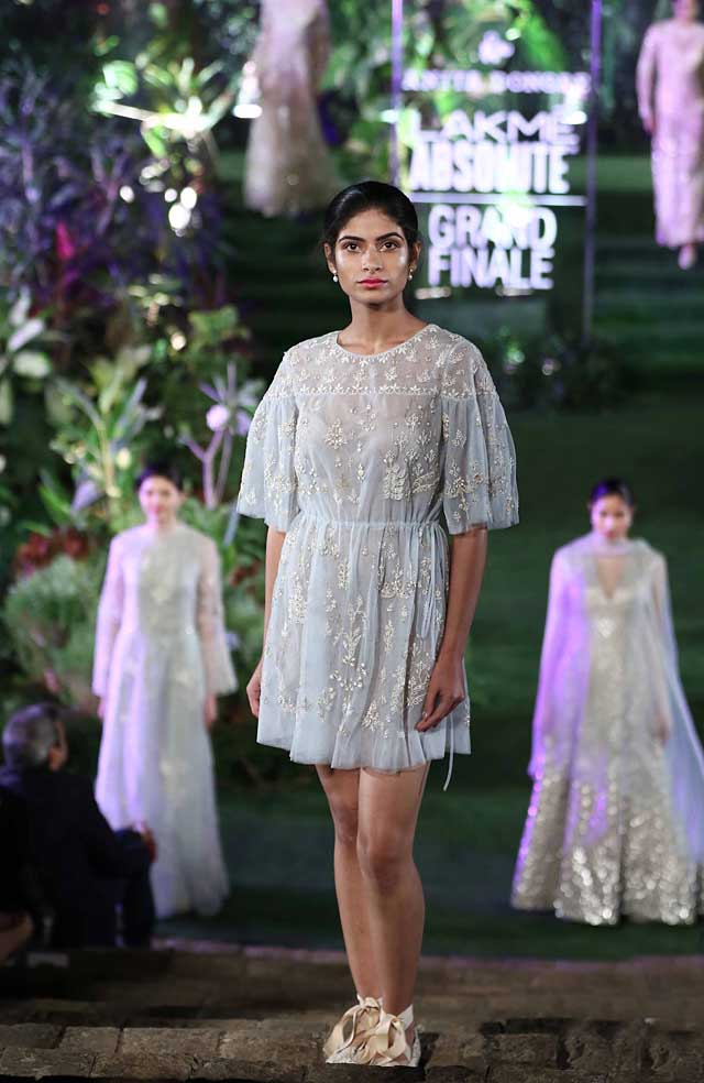 anita-dongre-summer-resort-2017-lakme-fashion-week-dress-indowestern-mini-embroidered-white