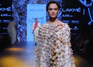 beach-wear-summer-outfit-Smriti Dixit-Reincarnations-lakme-fashion-week-summer-resort-2017