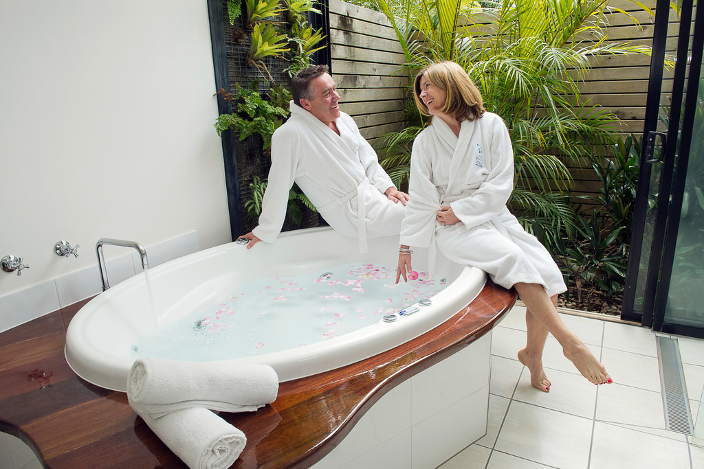 best-ways-to-celebrate-valentines-day-couple-spa-spending-time-together