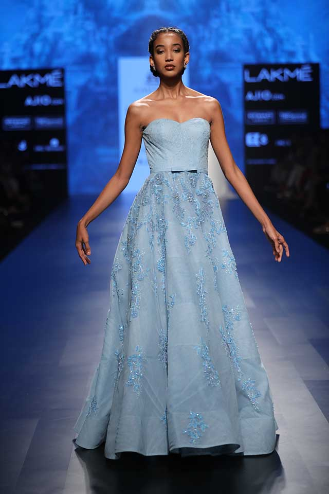 blue-strapless-gown-amit-gt-lakme-fashion-week-2017