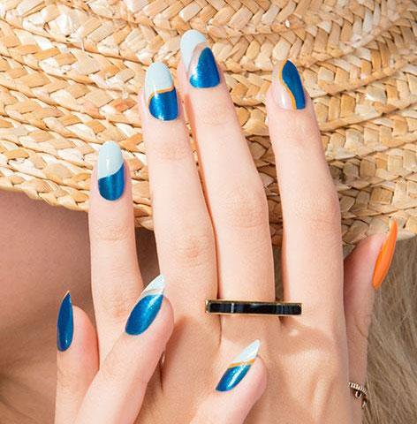 blue-white-nail-paint-minimal-art-2017-opi