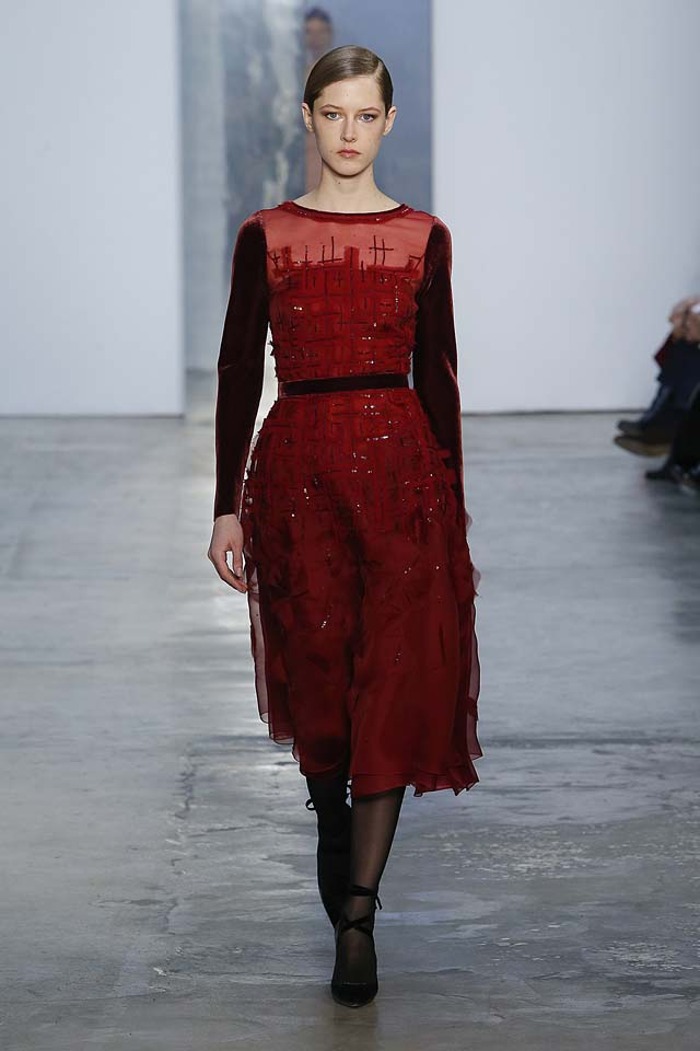 carolina-herrera-fw17-rtw-fall-winter-2017-18-collection (28)-red-dress-black-sleeves