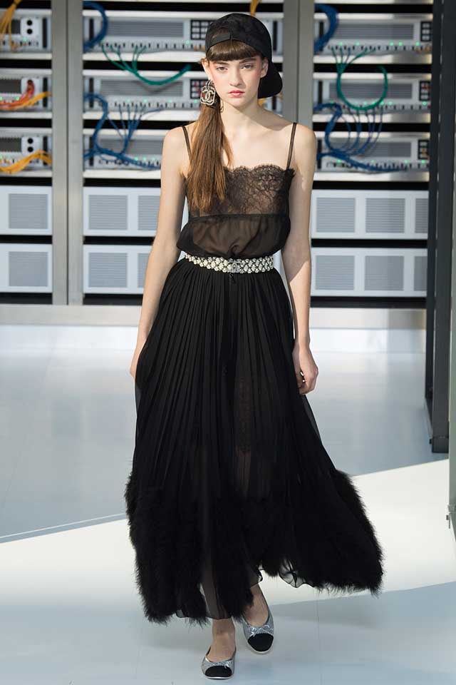 chanel-black-latest-fashion-colors-2017-color-trends-style