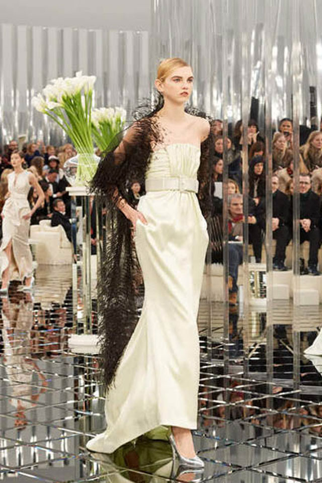 chanel-spring-summer-2017-couture-collection-44-gown-metallic-tube-belt-sheer-cape-latest-trends-in-gowns