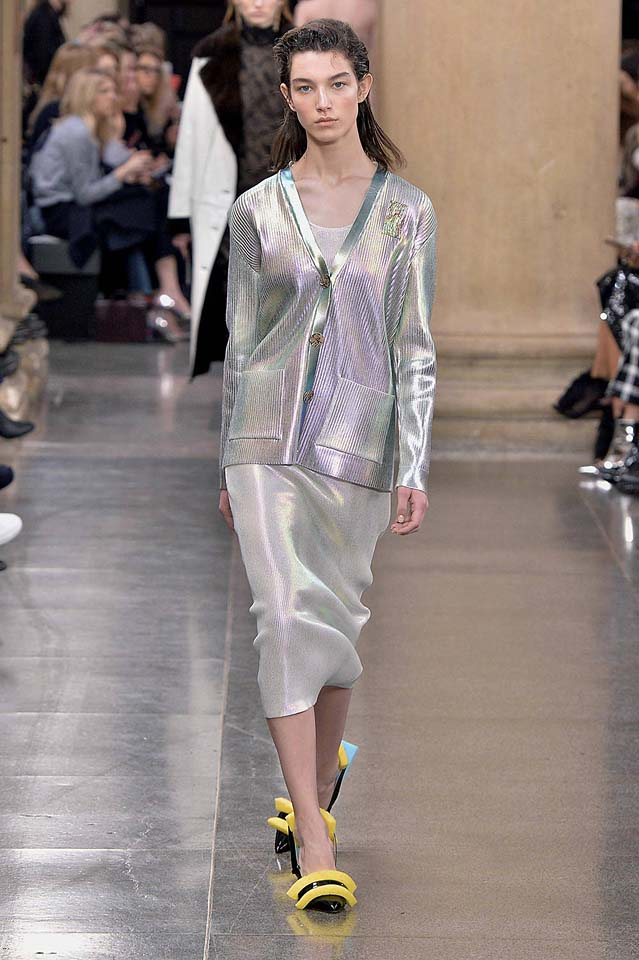 christopher-kane-fw17-rtw-fall-winter-2017-18-collection (10)-metallic-coat