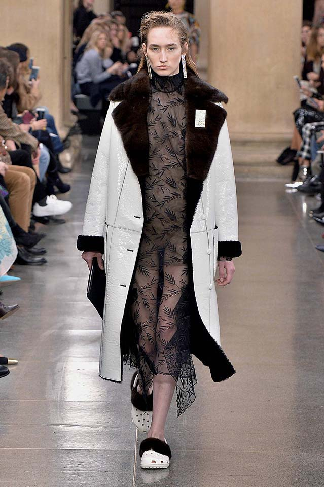 christopher-kane-fw17-rtw-fall-winter-2017-18-collection (11)-sheer-dress-coat