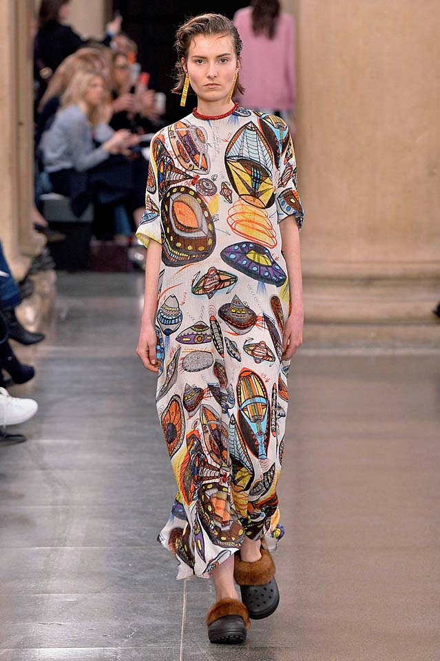 christopher-kane-fw17-rtw-fall-winter-2017-18-collection (12)-graphic-print-dress