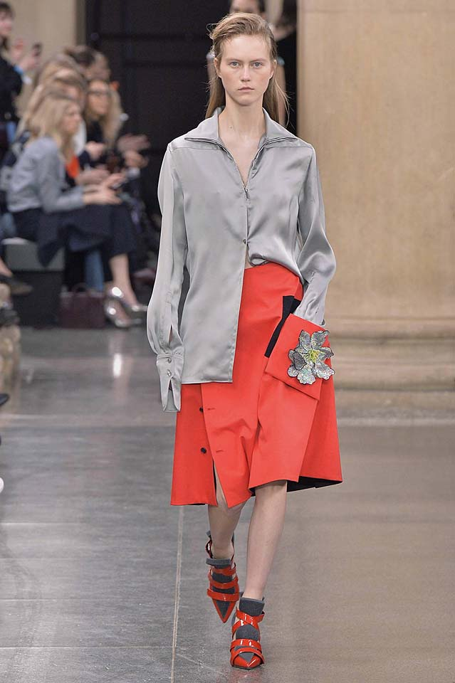 christopher-kane-fw17-rtw-fall-winter-2017-18-collection (37)-orange-skirt-satin-top