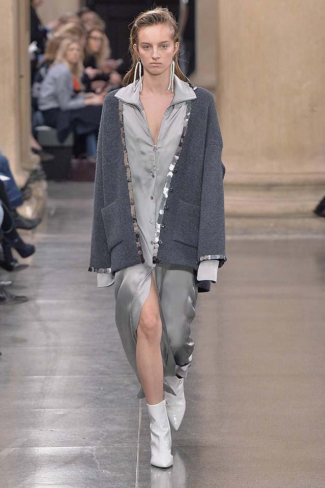 christopher-kane-fw17-rtw-fall-winter-2017-18-collection (39)-long-satin-shirt