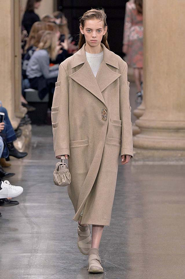 christopher-kane-fw17-rtw-fall-winter-2017-18-collection (4)-wool-coat