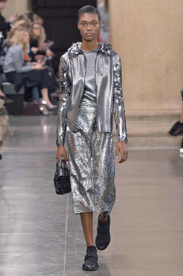 christopher-kane-fw17-rtw-fall-winter-2017-18-collection (40)-metallic-outfit