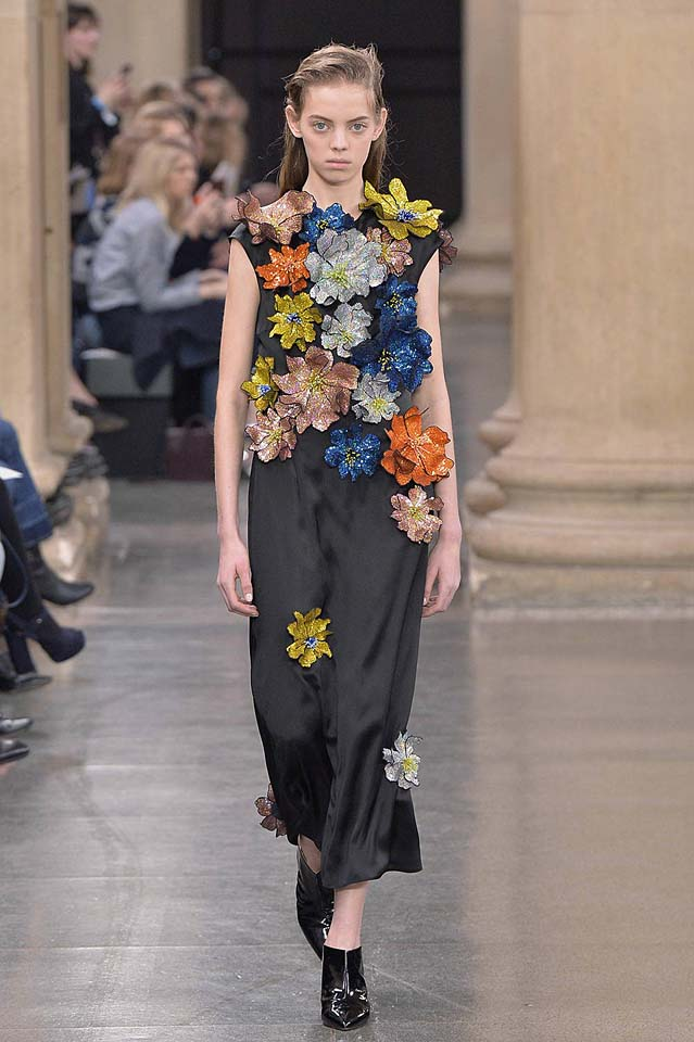 christopher-kane-fw17-rtw-fall-winter-2017-18-collection (45)-applique-detail-dress
