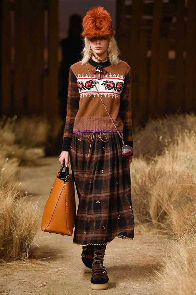 coach-fw17-rtw-fall-winter-2017-outfit-collection (10)-cloche-sweater-bag-graphic