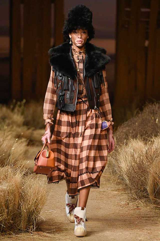 coach-fw17-rtw-fall-winter-2017-outfit-collection (7)-checkered-dress-jacket-bag