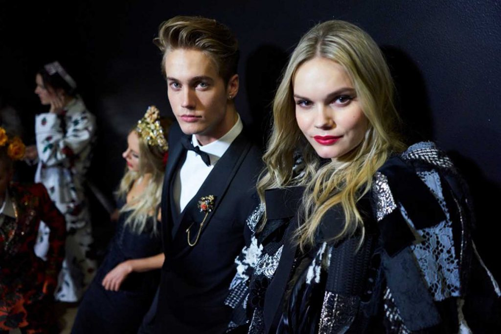 dolce-and-gabbana-fall-winter-2017-18-women-fashion-show-backstage-details (25)-candid-moments