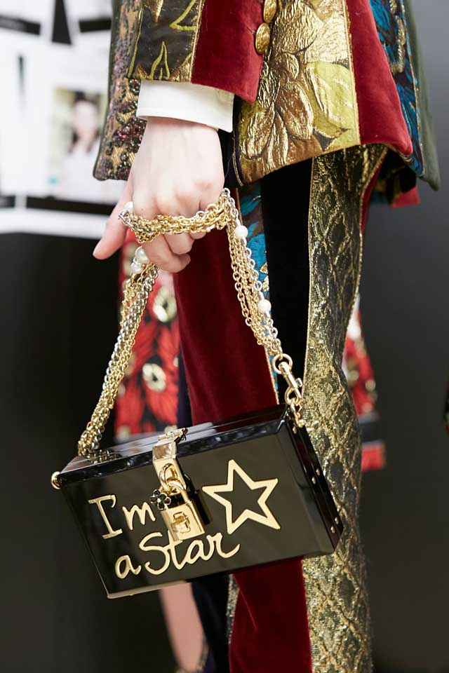 dolce-and-gabbana-fall-winter-2017-18-women-fashion-show-backstage-details (26)-pretty-bag