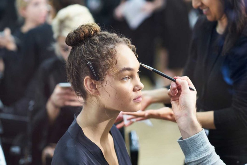 dolce-and-gabbana-fall-winter-2017-18-women-fashion-show-backstage-details (3)-curly-hair