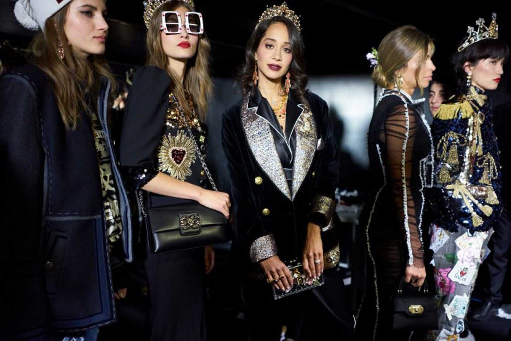 dolce-and-gabbana-fall-winter-2017-18-women-fashion-show-backstage-details (36)-all-black-outfit