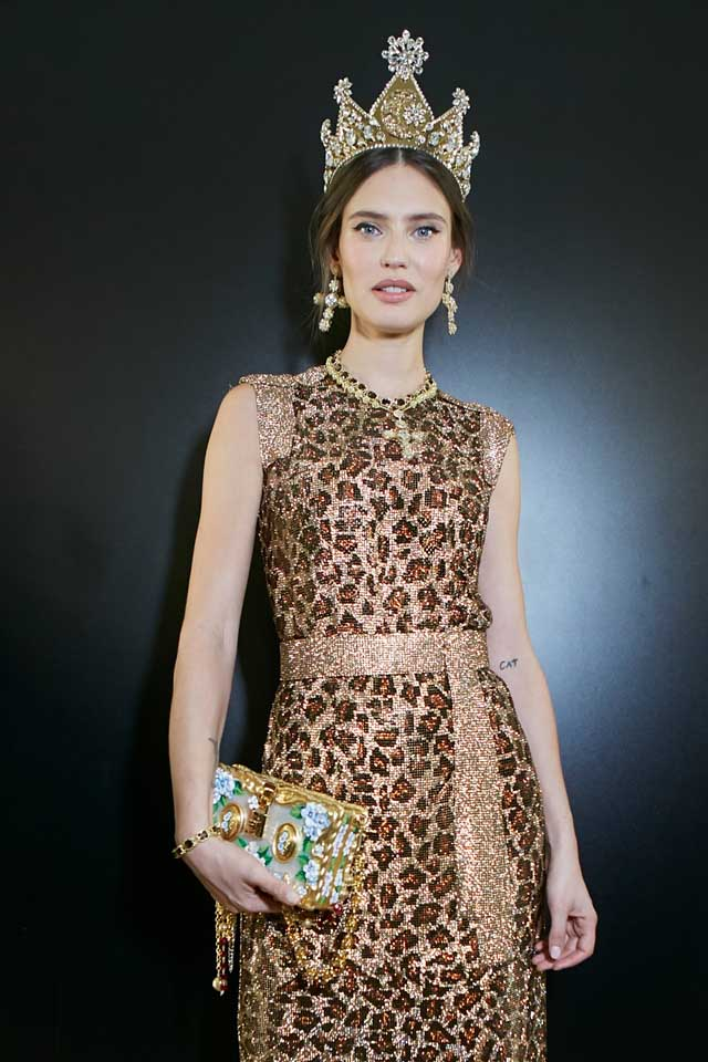 dolce-and-gabbana-fall-winter-2017-18-women-fashion-show-backstage-details (46)-animal-print-dress