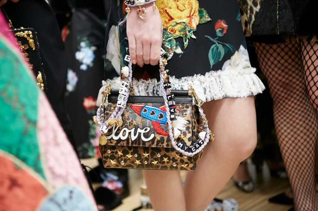 dolce-and-gabbana-fall-winter-2017-18-women-fashion-show-backstage-details (48)-bag-dress