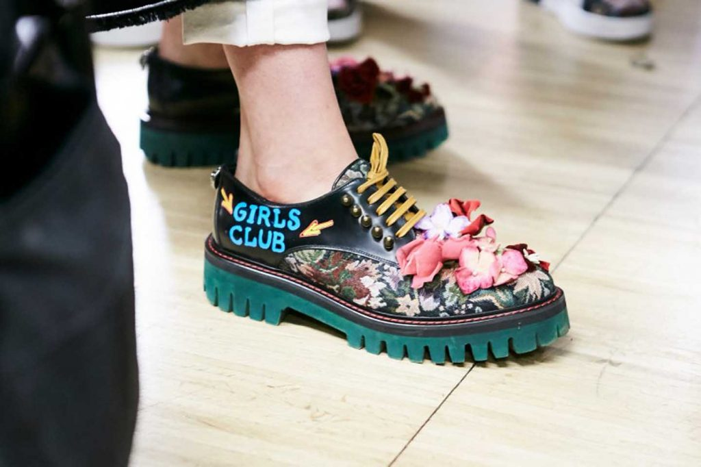 dolce-and-gabbana-fall-winter-2017-18-women-fashion-show-backstage-details (53)-graphic-print-shoes