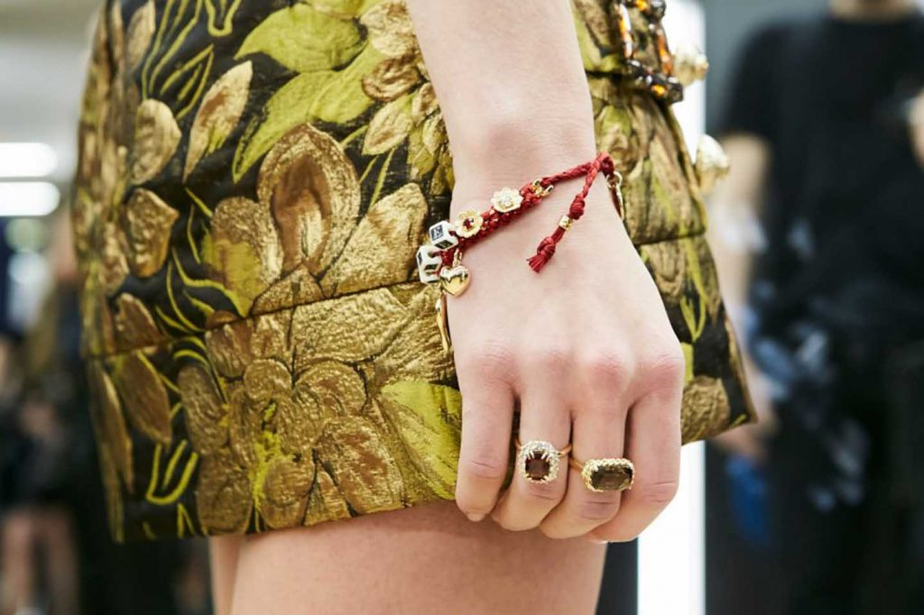 dolce-and-gabbana-fall-winter-2017-18-women-fashion-show-backstage-details (57)-bracelet-hand