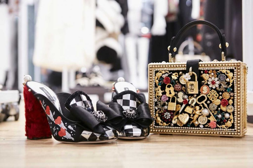 dolce-and-gabbana-fall-winter-2017-18-women-fashion-show-backstage-details (70)-bag-sandals