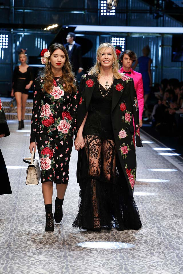 dolce-and-gabbana-fw17-rtw-fall-winter-2017-18-collection (108)-floral-print-dress