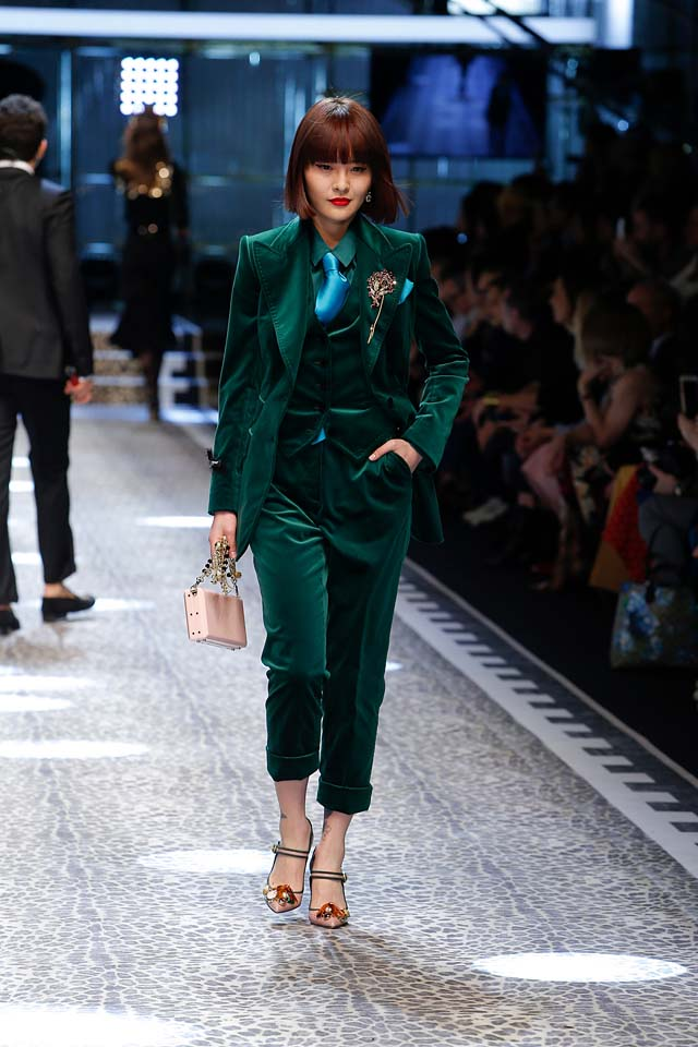 dolce-and-gabbana-fw17-rtw-fall-winter-2017-18-collection (11)-velvet-suit