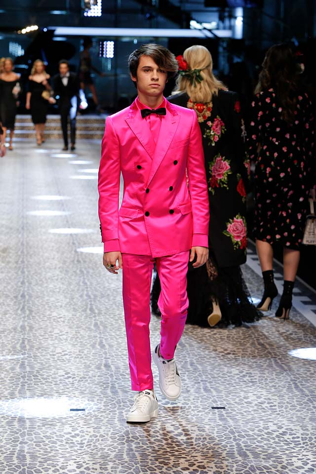 dolce-and-gabbana-fw17-rtw-fall-winter-2017-18-collection (110)-pink-suit-hairstyle