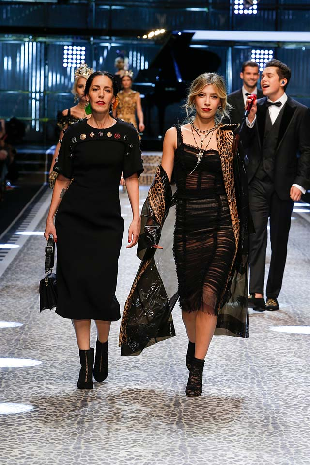 dolce-and-gabbana-fw17-rtw-fall-winter-2017-18-collection (114)-black-dress