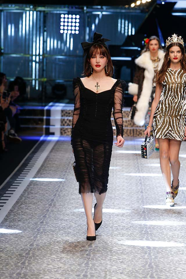 dolce-and-gabbana-fw17-rtw-fall-winter-2017-18-collection (29)-black-sheer-dress