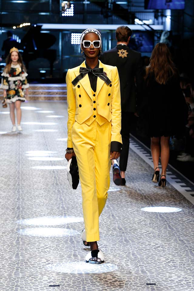 dolce-and-gabbana-fw17-rtw-fall-winter-2017-18-collection (36)-yellow-suit