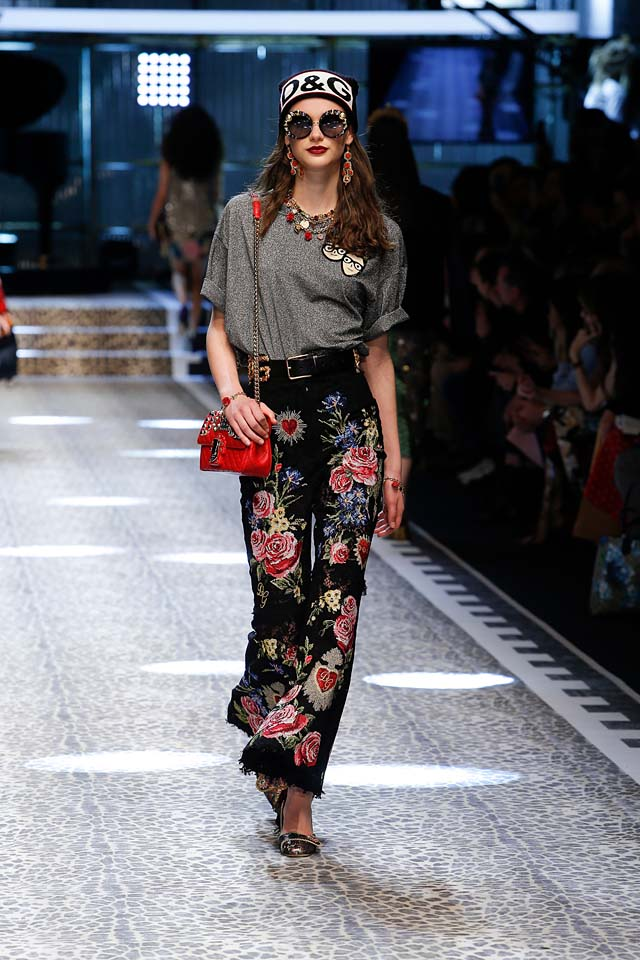 dolce-and-gabbana-fw17-rtw-fall-winter-2017-18-collection (43)-floral-pants-sunglasses
